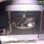Extractor de humos en limpieza de campana de cocina,